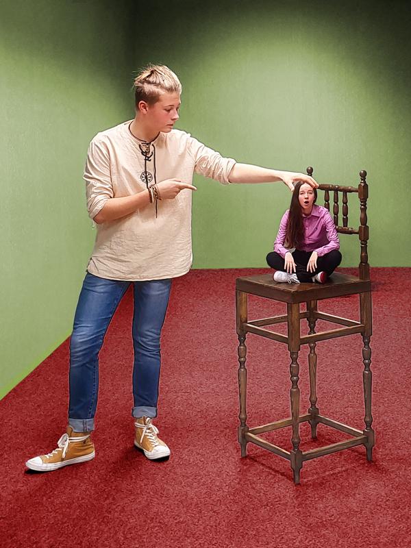 Muzeum fantastických iluzí - obří židle